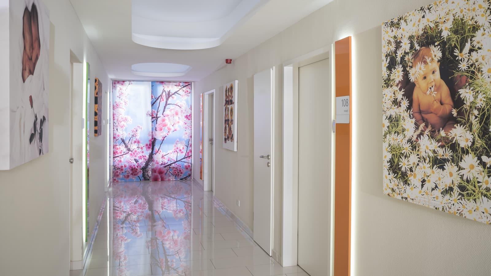 Géndiagnosztika emeleti folyosó