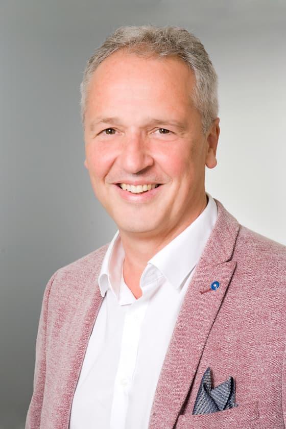 Dr Albert István