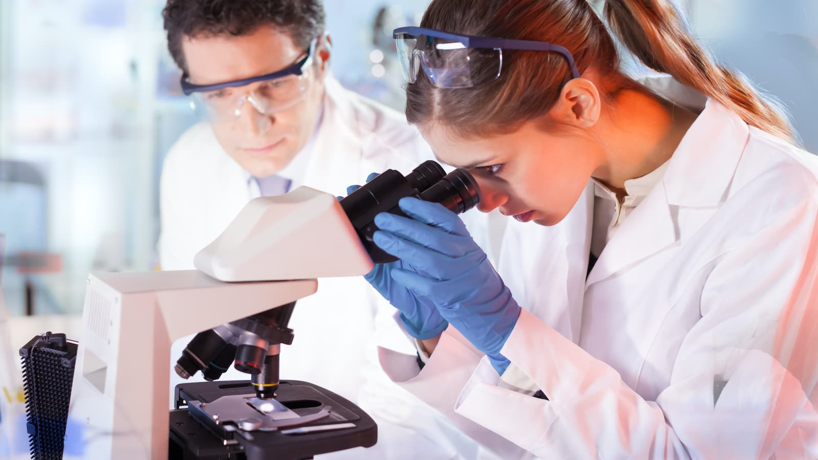 Laboratóriumi munkatársaink